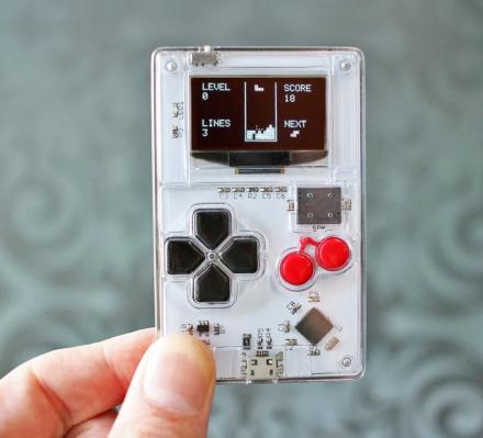 Arduboy Is a Credit Card Sized Gaming Device