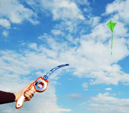 Castakite: A Device That Lets You Cast Your Kite Like a Fishing Pole