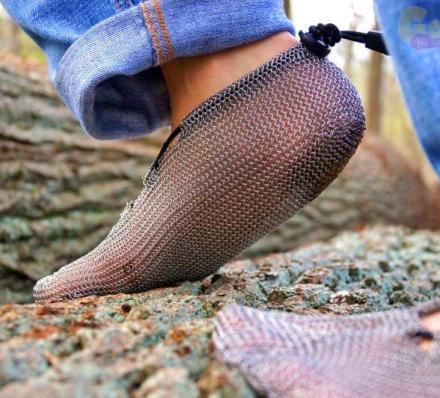 These Chainmail Shoes Give a More Natural Way To Run, Hike, and Climb