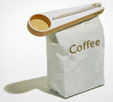 Coffee Scoop That Doubles as a Bag Sealer