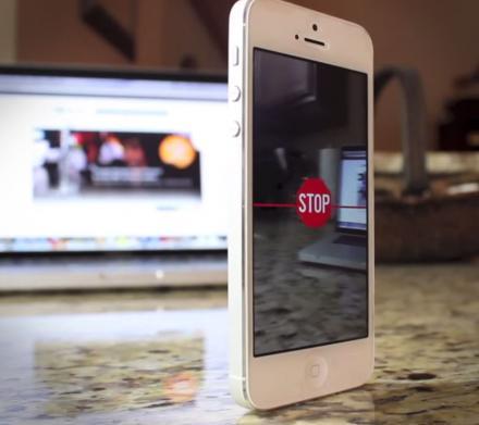 Cycloramic Vibrates Iphone To Make Panoramic Photos