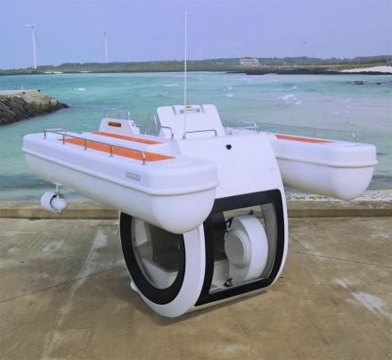 This Incredible Personal Boat/Submarine Hybrid Watercraft Lets You Get Spectacular Views Underwater