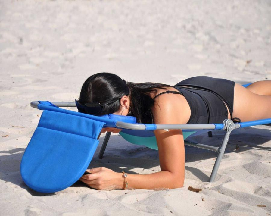 The face down lounge chair is a lawn chair that you can lay face down on that has a hole where your face goes so that you can sit comfortably with your ... & Face Down Lounge Chair