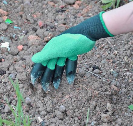 Garden Genie Gloves Have Built In Claws For Digging