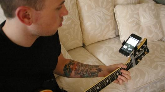 guitar sidekick smartphone holder. Black Bedroom Furniture Sets. Home Design Ideas