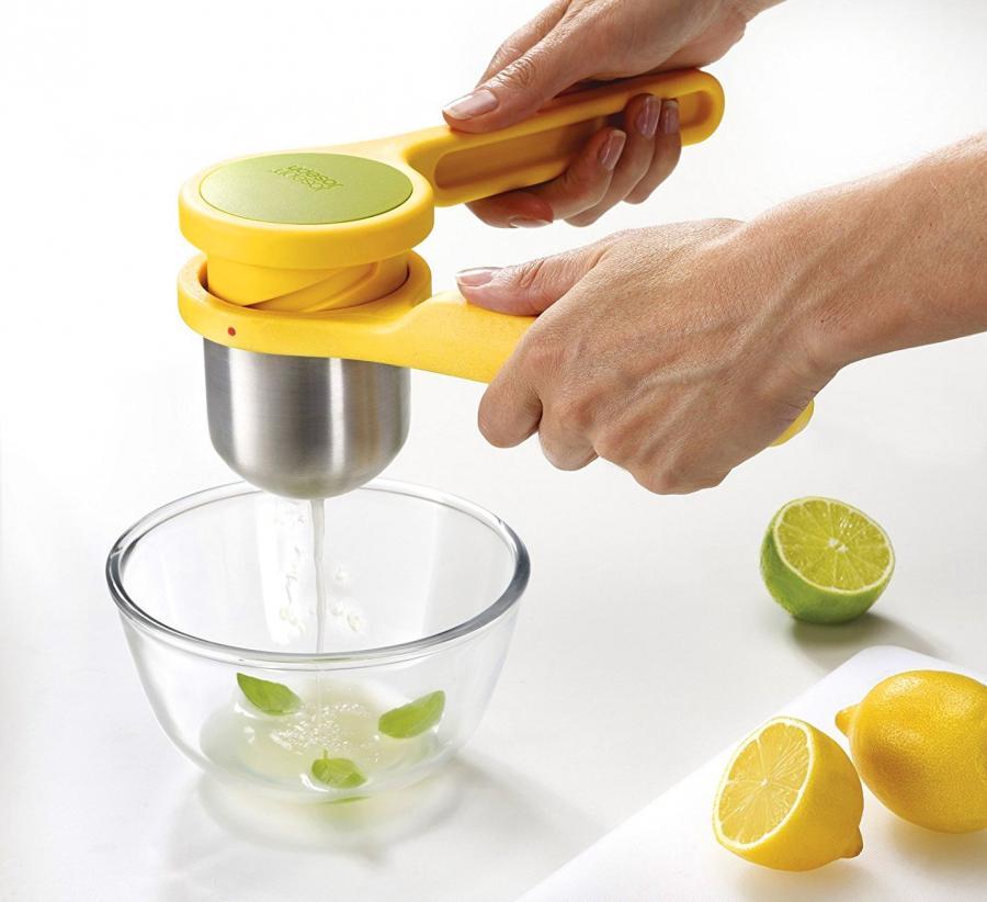 Helix Citrus Juicer Uses Unique Twisting Mechanism To