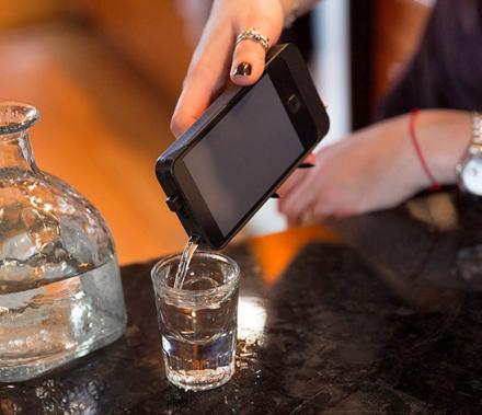 iFlask Is a Flask That Looks Like an iPhone