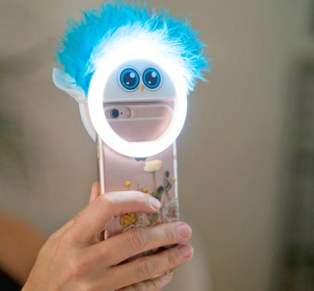 LookAtMommy: Smart Phone Toy Attachment Helps Get Perfect Pictures Of Your Kids