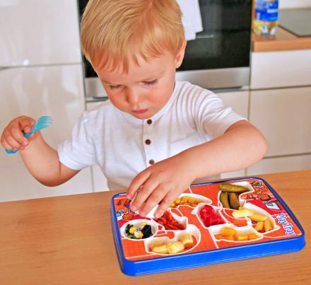 PlayTray: A Kids Food Tray That Makes Mealtime Fun