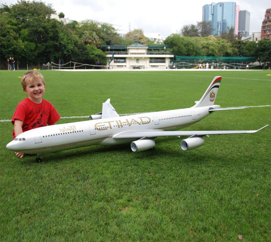rc large scale planes with Radio Control Airbus Passenger Plane on Watch as well Flying High Stunning Remote Control Plane Measures 17 8 Feet Weighs 150 Pounds in addition Extreme Modelvliegtuigen Groot Groter Grootst likewise 32265999649 together with Watch.