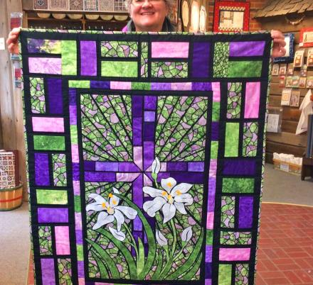 People Are Making Stained Glass Quilts And They Look Absolutely Stunning