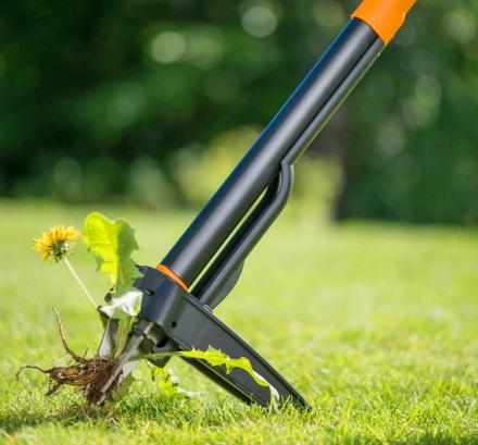 Stand-Up Weed Puller Removes Weeds Instantly From The Roots