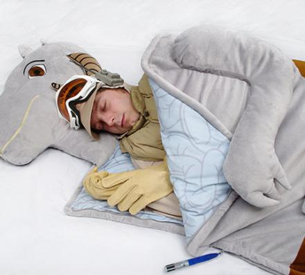 Star Wars Sleeping Bag Lets You Sleep Inside Of a Tauntaun
