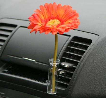 This Auto Vase Lets You Display Flowers In Your Car