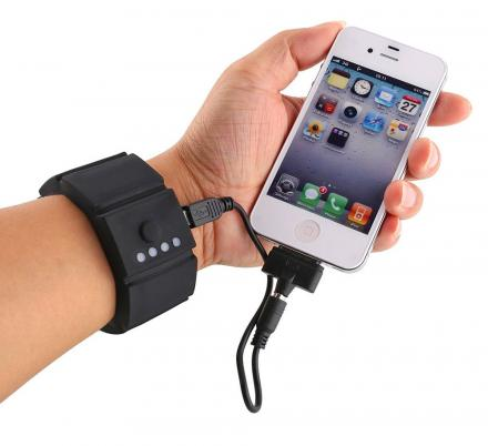 This Genius Wrist Power Bank Lets You Charge Your Phone While Using It