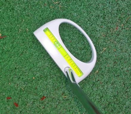 This Golf Putter Has a Built In Level To Help Read Sloped Greens
