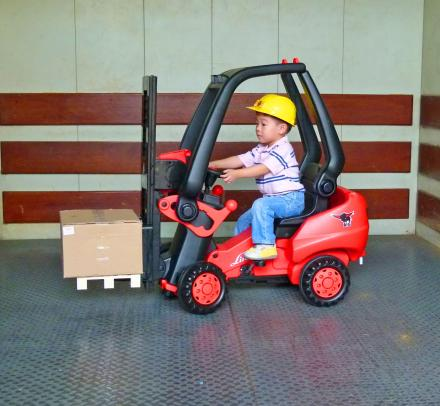 This Kids Pedal Powered Forklift Actually Lets You Pick Stuff Up