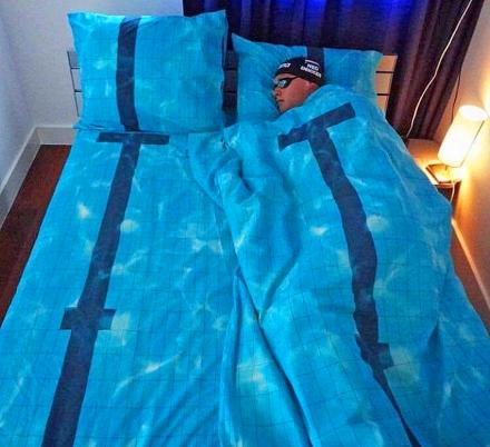 This Realistic Swimming Pool Bedding Lets You Dream Of Swimming