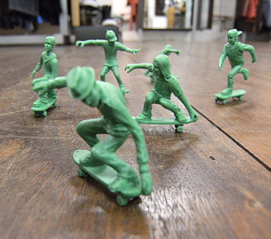 Toy Boarders Little Green Army Men That Skateboard