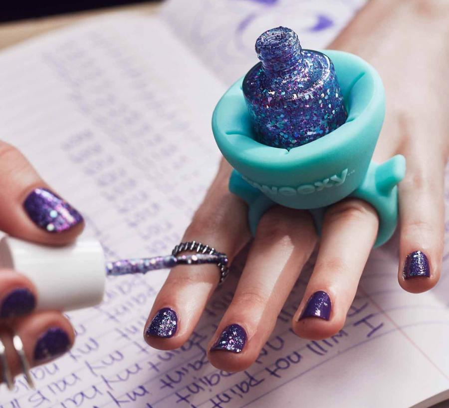 Tweexy is a nail polish holder you wear like a ring how often do you find yourself painting your nails and then proceed to tip over your nail polish all over your desk me personally never since ive never solutioingenieria Gallery