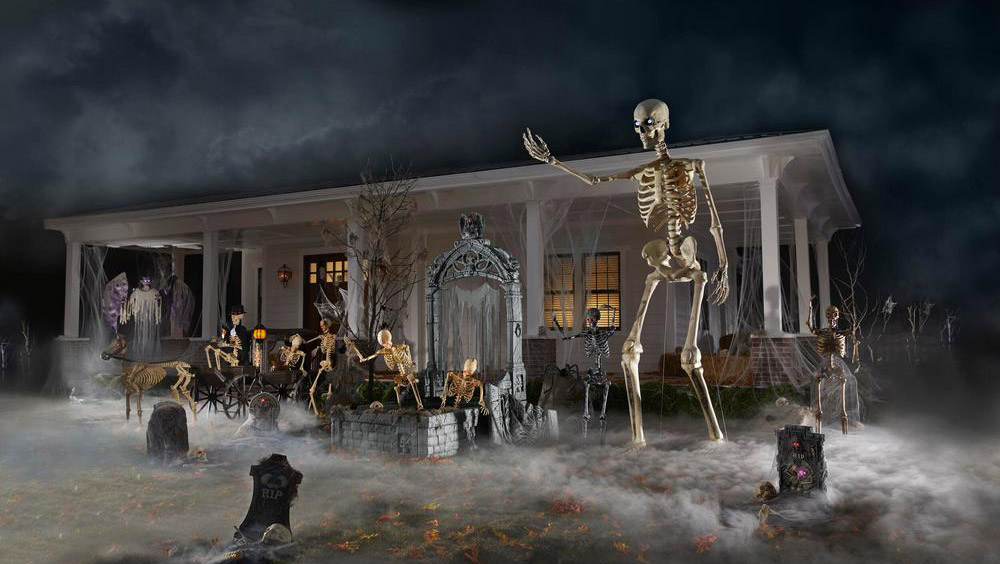 This Giant 12 Foot Skeleton Is The Ultimate Halloween ...