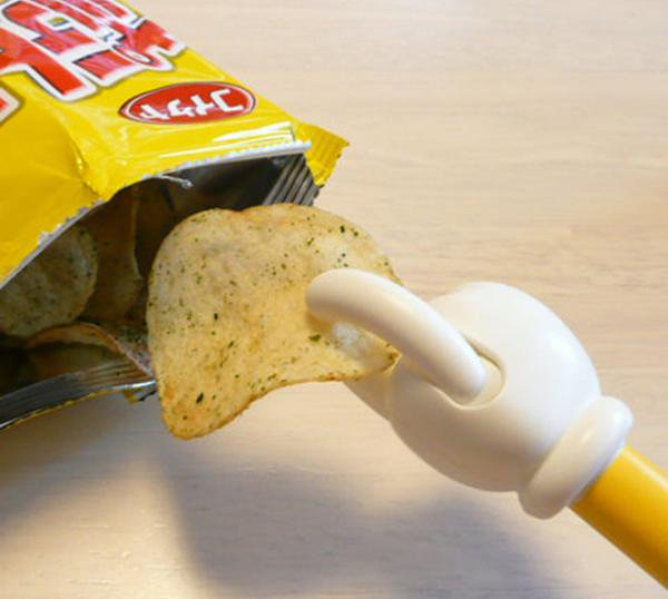 This Potato Chip Grabber Keeps Your Hands Clean