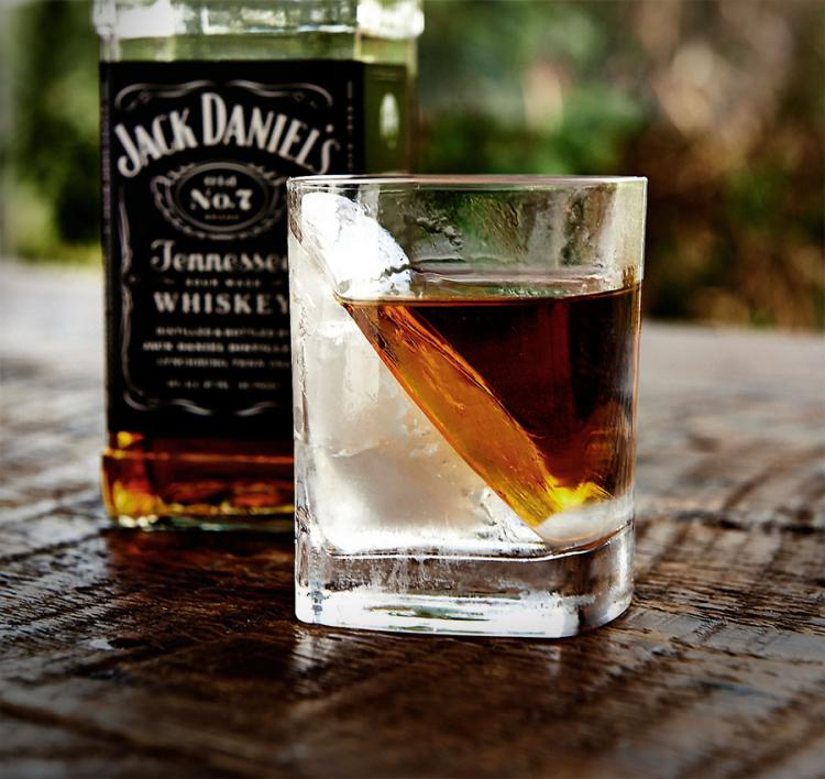 Whiskey Wedge Ice Shaper Glass - Keeps Your Ice Frozen Longer