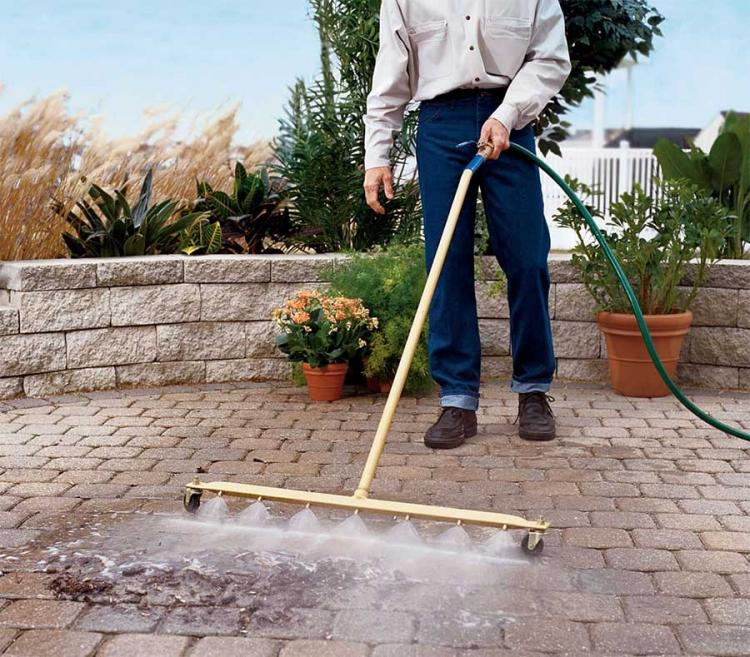 16 Unique Yard Tools Every Homeowner Needs This Fall
