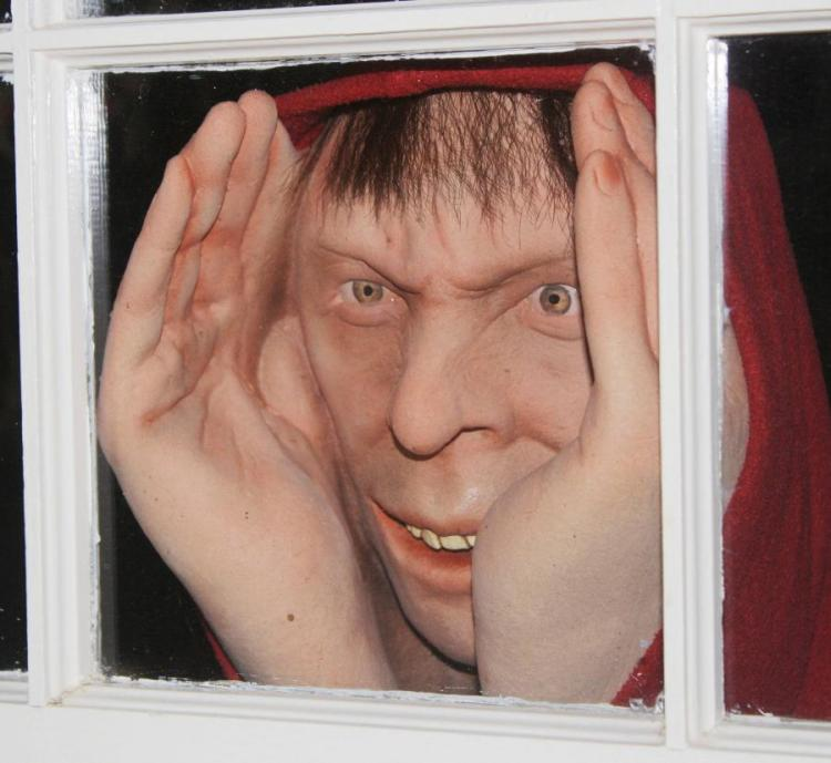 Scary Peeper - Creepy Window Prank