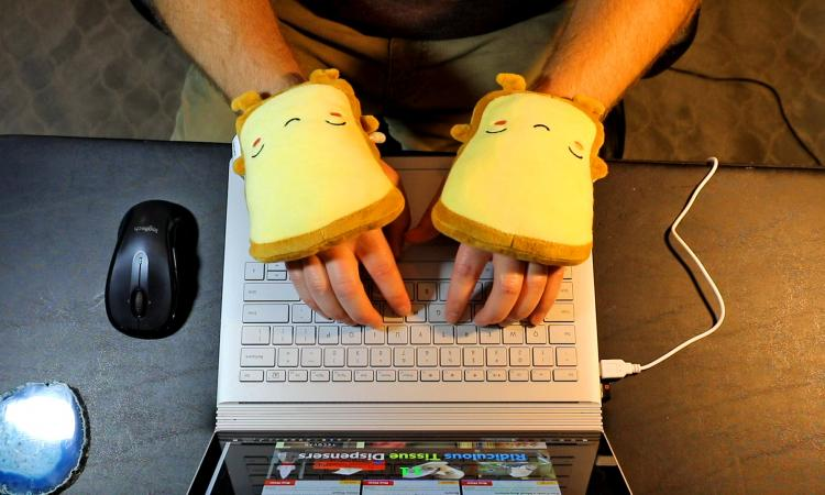 Toast Shaped USB Heated Hand Warmers Plug Into Your Computer