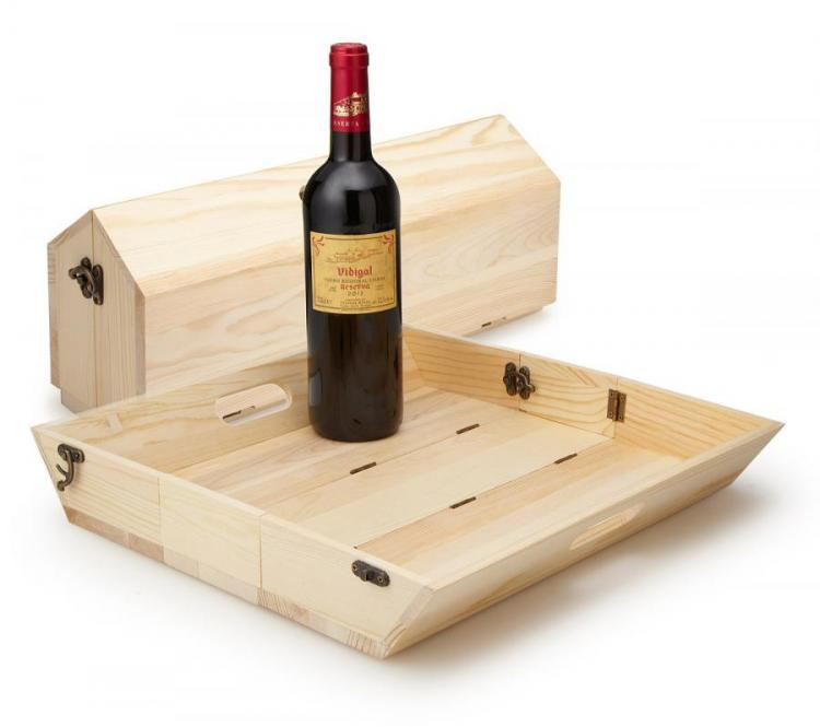 This Wooden Wine Bottle Carrier Folds Into a Serving Tray