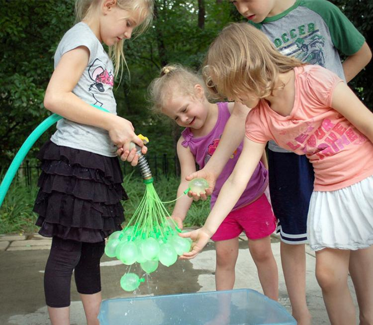 Bunch-O-Balloons Makes 100 Water Balloons Per Minute