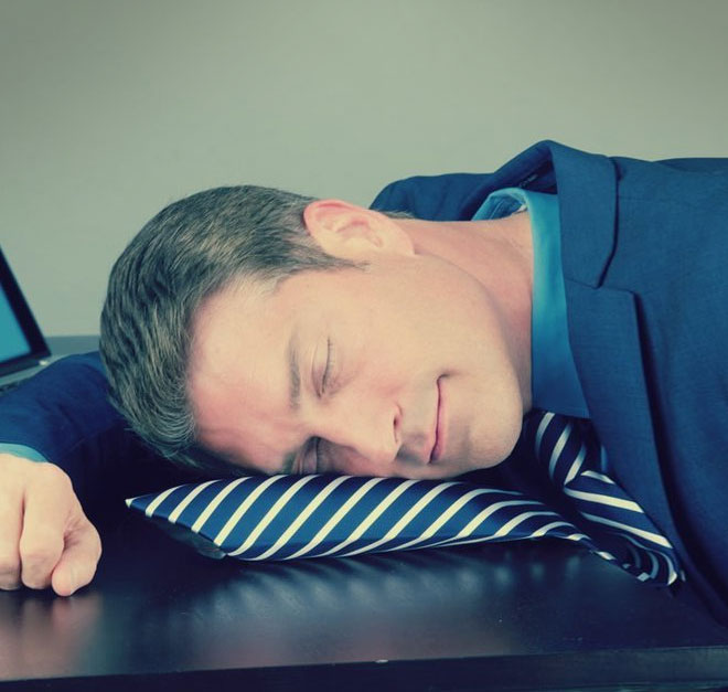 Pillow Tie: An Inflatable Necktie For Naps At Work