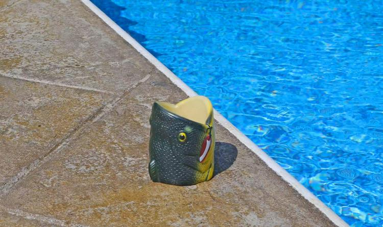 3D Fish Head Beer Koozie - Padded large-mouth bass swallowing beer can koozie