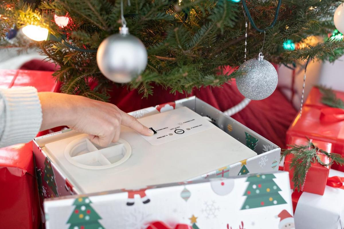 HoHoHoH2o - Automatic Christmas Tree Watering Device Is Disguised As a Present