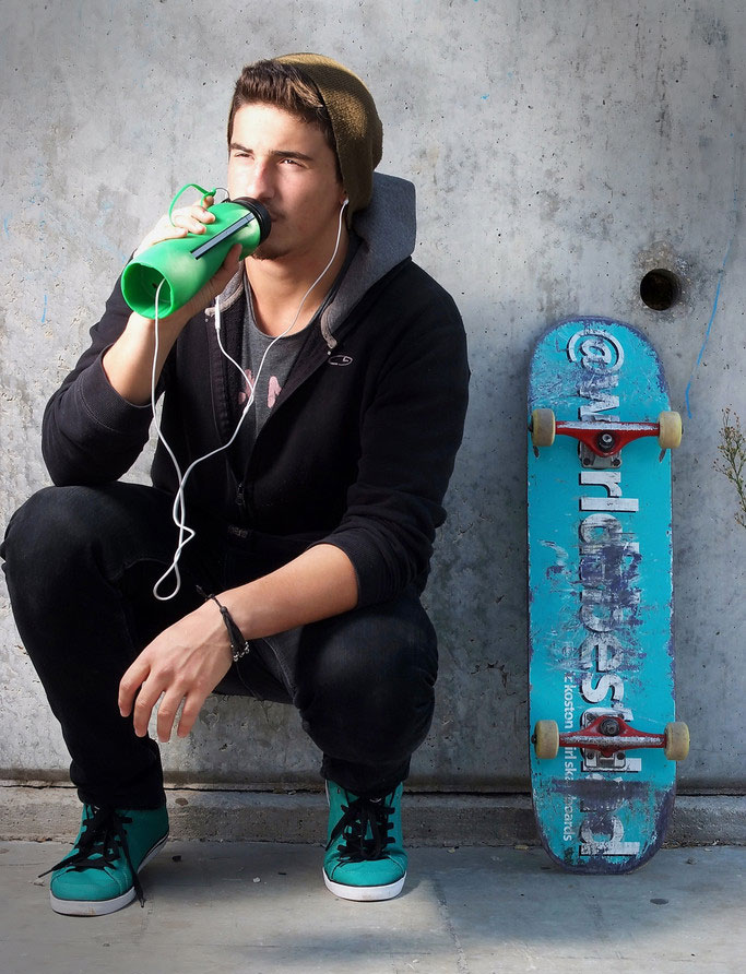 Beat Bottle - Water Bottle That Holds Your iPhone