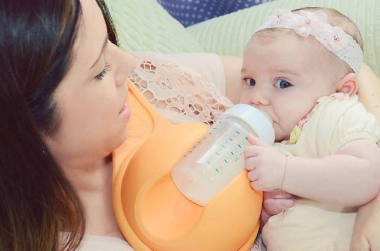 Beebo - Hands Free Baby Bottle Holder