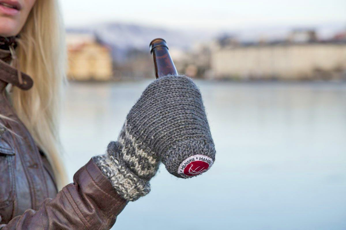 Beer Mitts - Beer koozie mittens hold your beer in the winter
