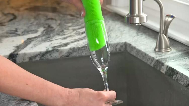 Better Sponge - Unique Multi-purpose sponge, jar opener gripper, oven mitt, pet hair collector - Incredible silicone fingers sponge