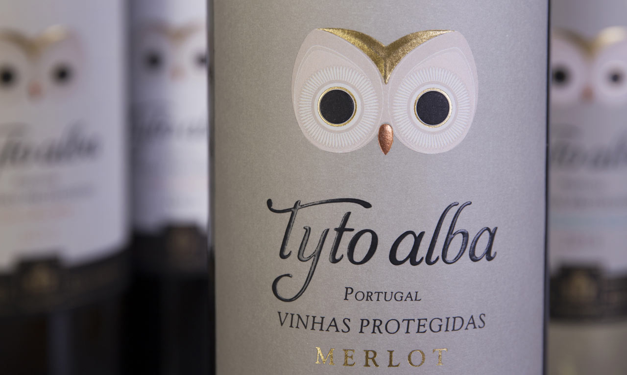 Tyto Albo Wine Box Bird Houes - Owl bird house box made from wine bottle packaging