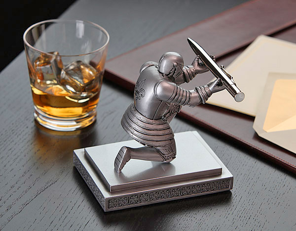 Bowing Knight Pen Holder - Medieval knight pen holder