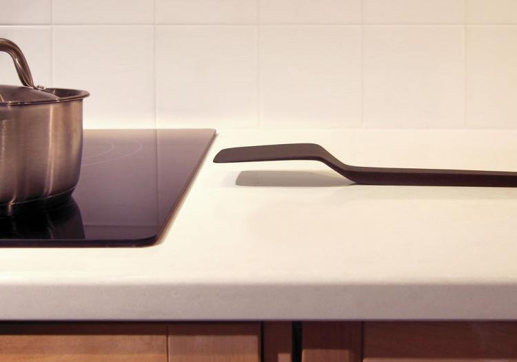 Cantilever Spatula - Don't Touch The Surface of Table