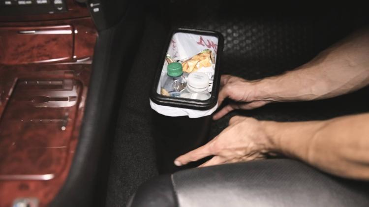 Carbage Can - Spill-proof garbage can for your car - Attaches to floor mat