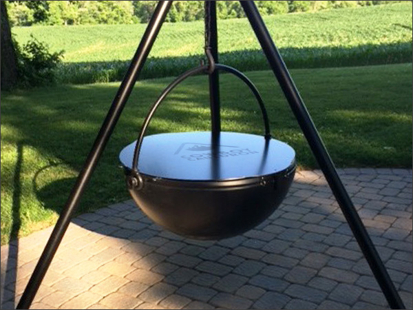 Cowboy Cauldron - Giant tripod hanging fire pit and BBQ - Giant Cauldron Cooker
