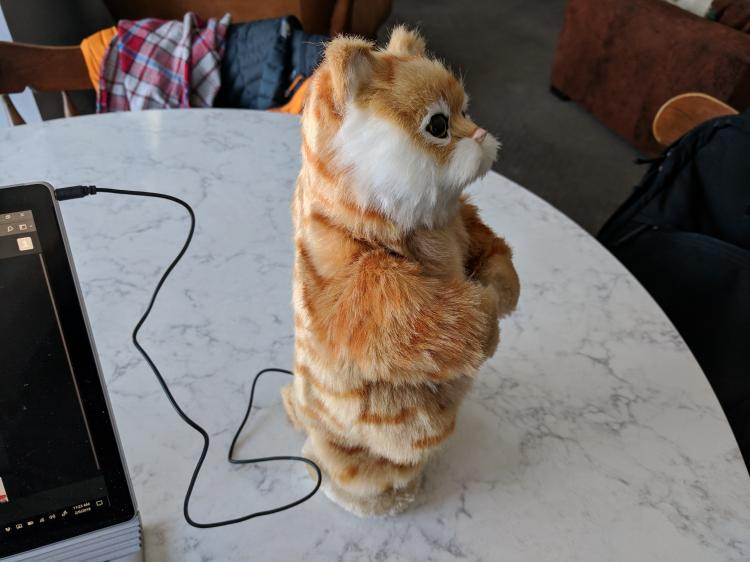 Dancing Cat Speaker - Robotic Moving Cat Dances To Music