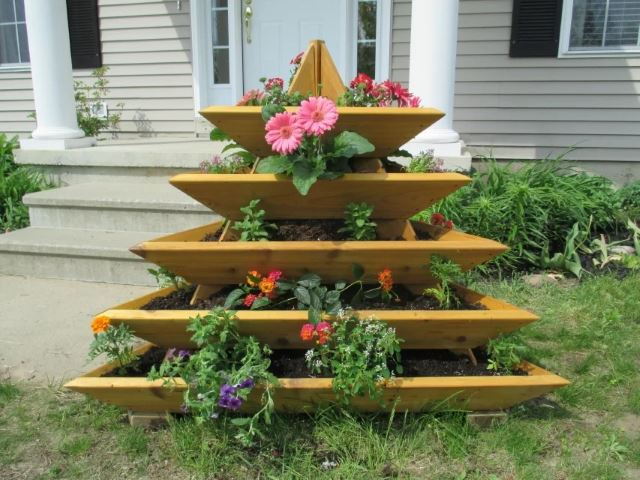 DIY Strawberry Pyramid Planter - Vertical wooden strawberry planter