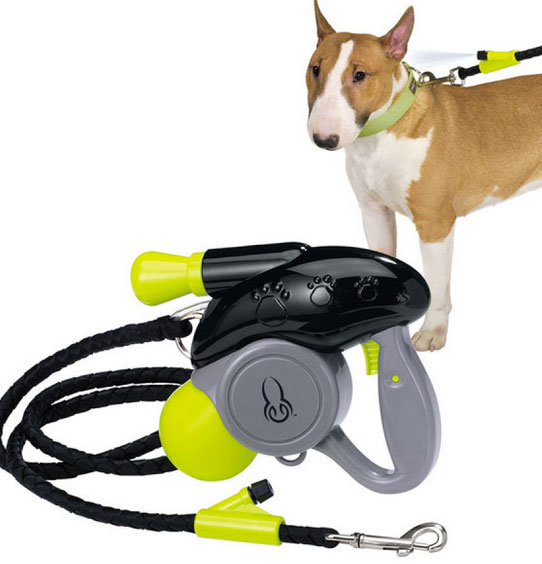 Dog Leash With Misting Water Sprayer - Leash with water sprays the back of your dogs neck on hot days