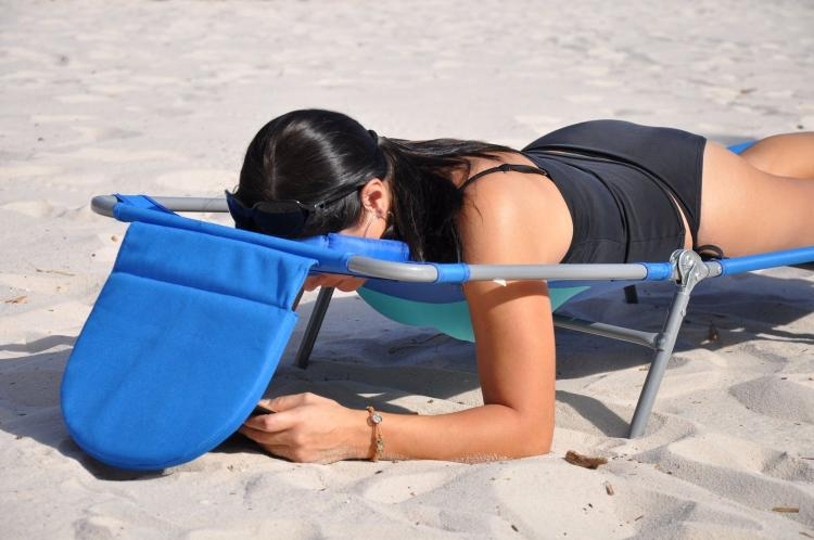 Face Down Lounge Chair - Face down reading beach lounger - Ostrich Ladies Comfort Lounge