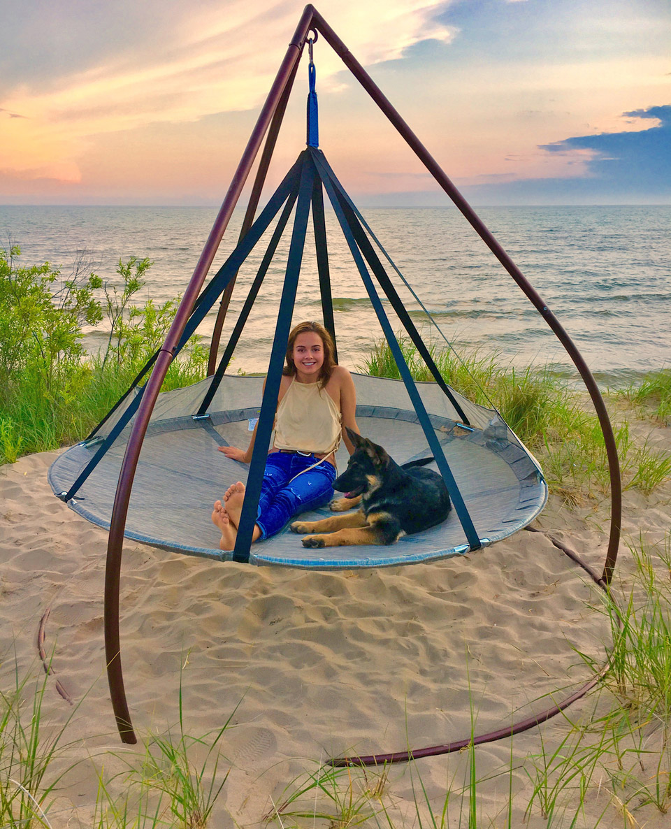 Giant Flying Saucer Hammock Chair With Tripod Stand