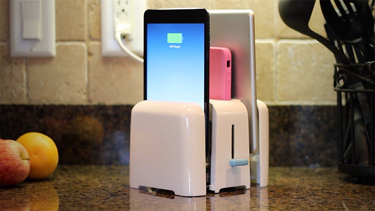Foaster Toaster Shaped iPhone Charger